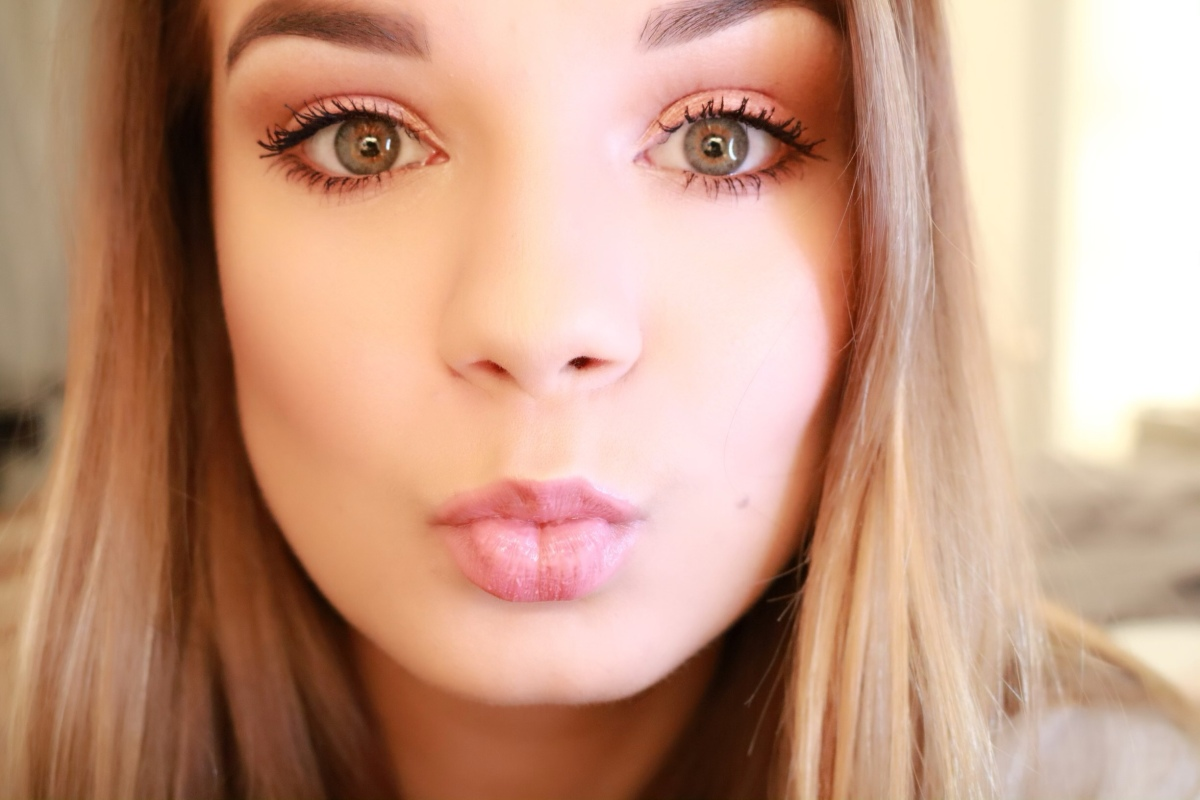 SUPER EASY Valentine's Day makeup look using the Jaclyn Hill Palette.